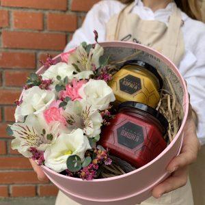 Осенняя коллекция. Коробка с цветами и мёдом